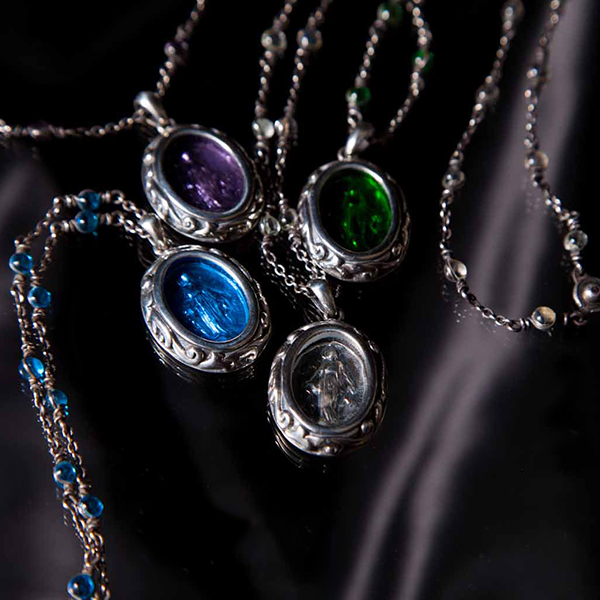 stained maria necklace