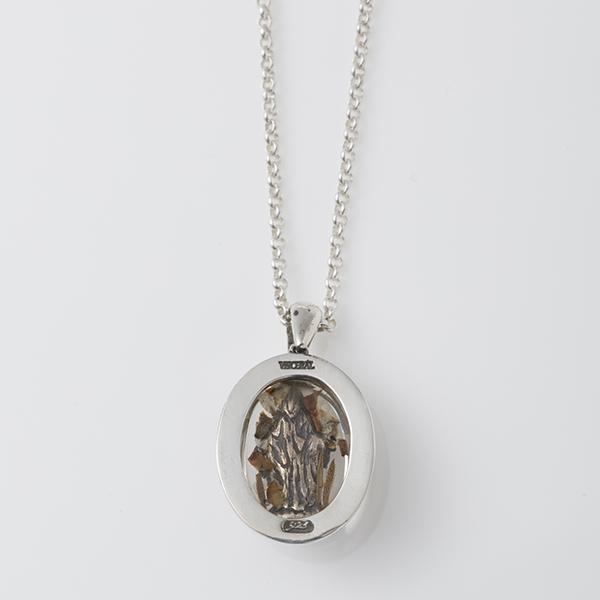 flowermarianecklace